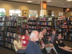 Audience_listens_at_barnes_noble_di
