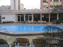Pool_at_hotel_presidente